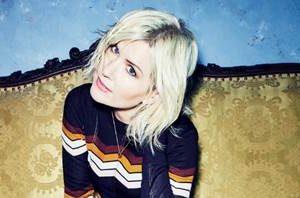 """Έχοντας αγαπήσει ήδη 2 δύο τραγούδια από το ολοκαίνουργιο άλμπουμ της,  η Dido κυκλοφορεί το  """"Take You Home""""."""